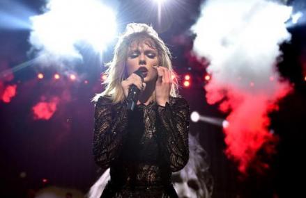 Taylor Swift Makes Fan Burst Into Tears