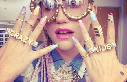 7 Gorgeous Kesha Outfits