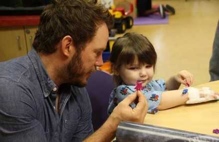 Chris Pratt Visits Childrens Hospital, Adorable Pictures!