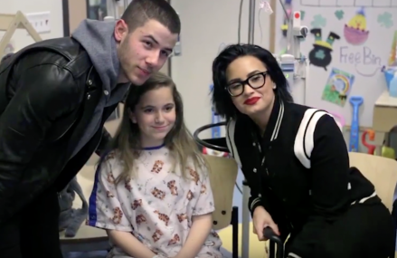 Nick Jonas and Demi Lovato visit Children in Hospital!
