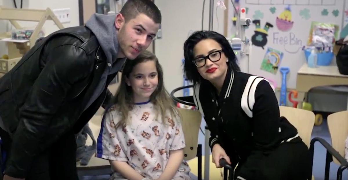 Nick Jonas and Demi Lovato visit Children in Hospital!